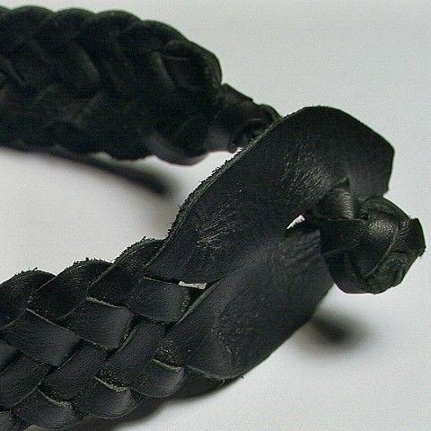 Mens celta arenque ósea brazalete de cuero negro por NiceKnots