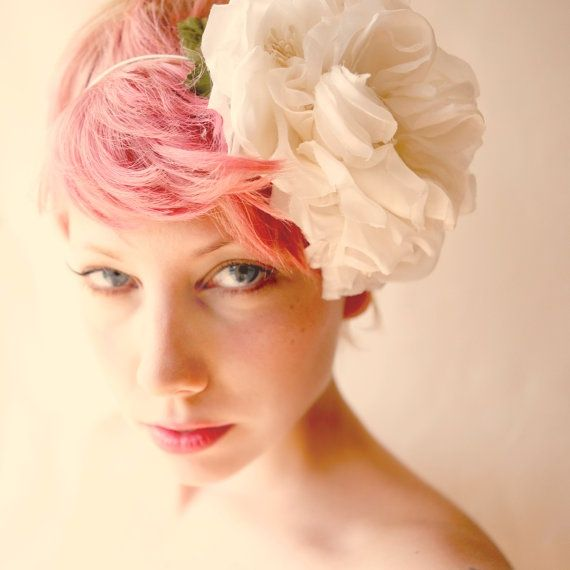 Noivas de cabelo rosa #noiva #vestidodenoiva #pink #meucasamentoperfeito #outubrorosa