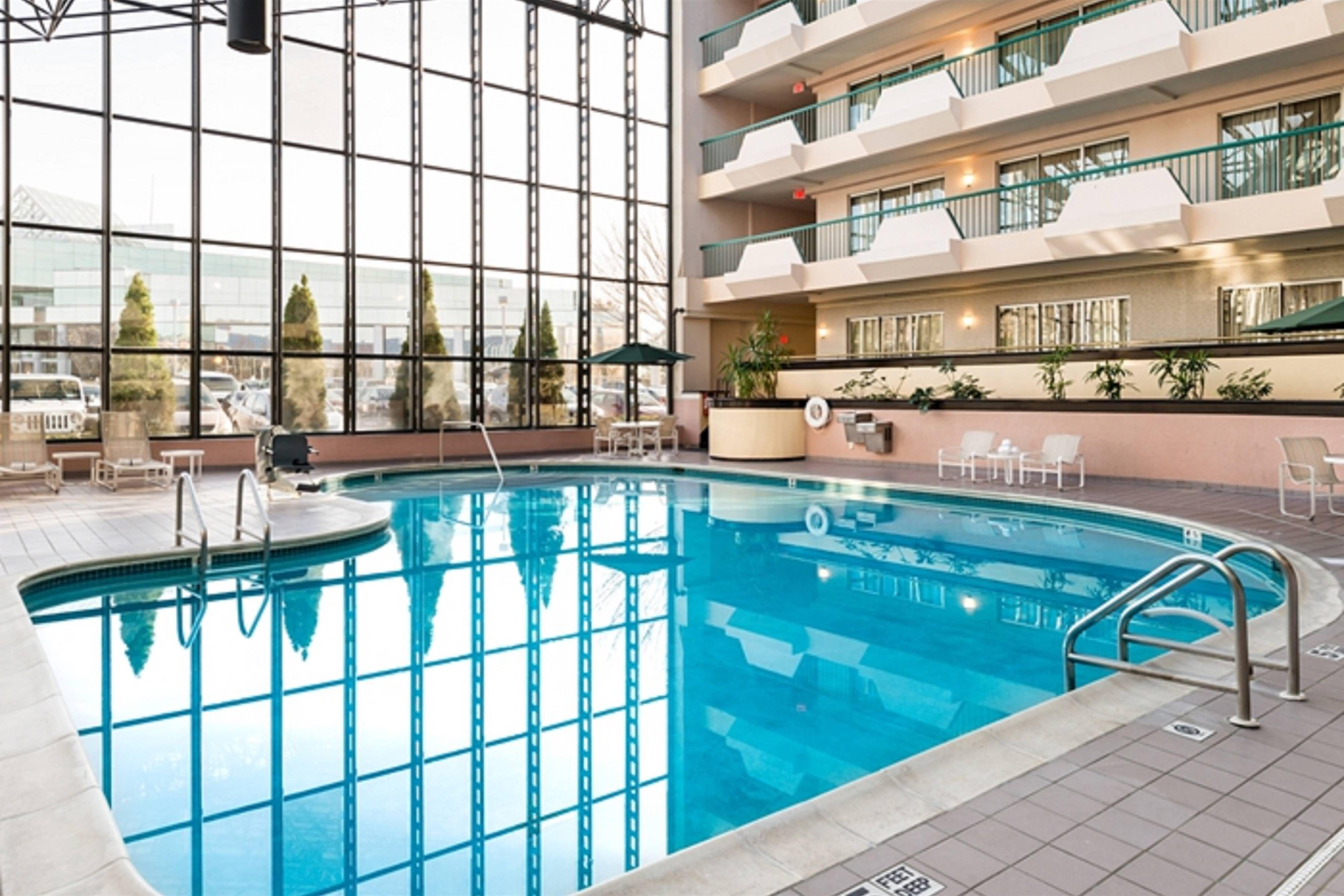 Melville Marriott Long Island Indoor Pool Guestroom Beautiful Hotels Modern Hotel Modern Hotel Room Indoor Pool