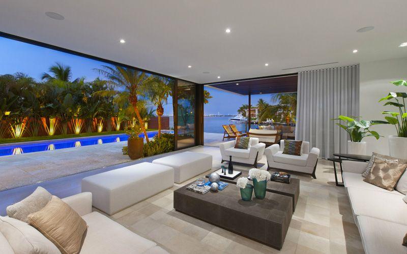 A New Modern Miami Beach Home With Spectacular Sea View Beach House Interior Design Modern Beach House Decor Modern Beach House
