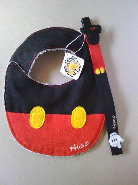 Babero y chupetero de Mickey Mouse personalizado.  Zumodestrellas.