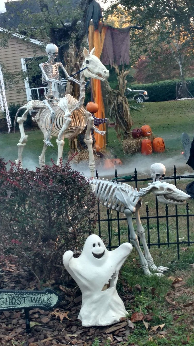 Pin by Sara Bair on Holiday Ideas Pinterest Halloween ideas - Halloween Graveyard Decorations