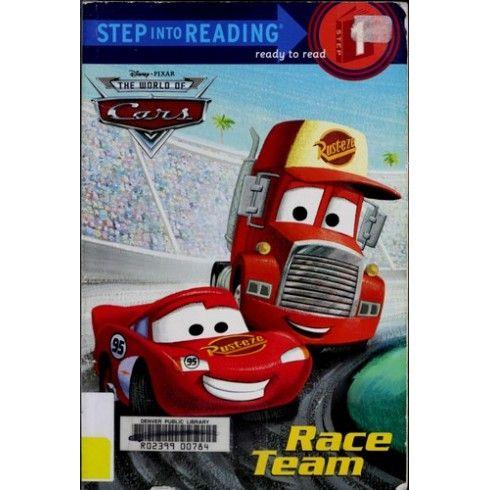 El coche de carreras rojo vivo Rayo McQueen y su fiel remolque, Mack, están de vuelta en el camino y se dirigieron a otra gran carrera.