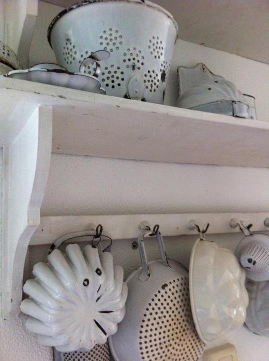 White vintage enamelware collection! Kitchen ideas Pinterest