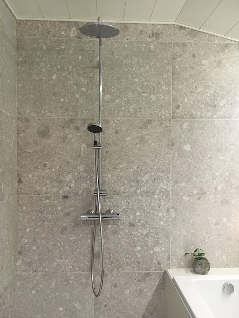 talo markki -modern bathroom big tiles