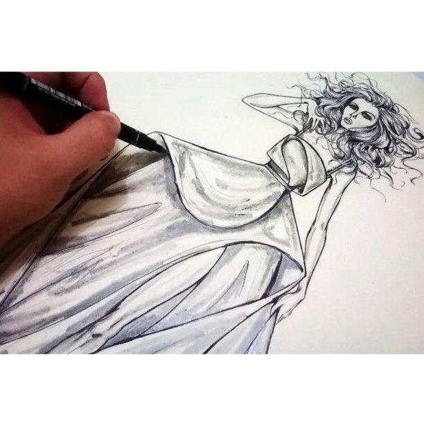 E sempre que possível, desenhar é preciso! ❤  #desenho #desenhodemoda #moda #ilustração #fashion #design #fashiondesigner #illustration #fashionillustration #sketch #fashionsketch #sketchbook #sketchart #art #artist #fashionart #draw #fashiondraw #drawing #paint #painting #color #watercolor #fashionwork #fashionword #fashionlove