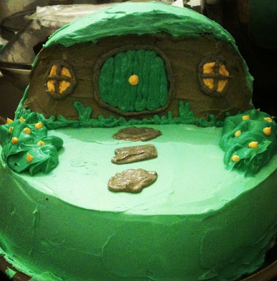 Google Image Result for http://news.mymiddleearth.com/files/2012/09/HobbitDayCake_ArwenKester.png