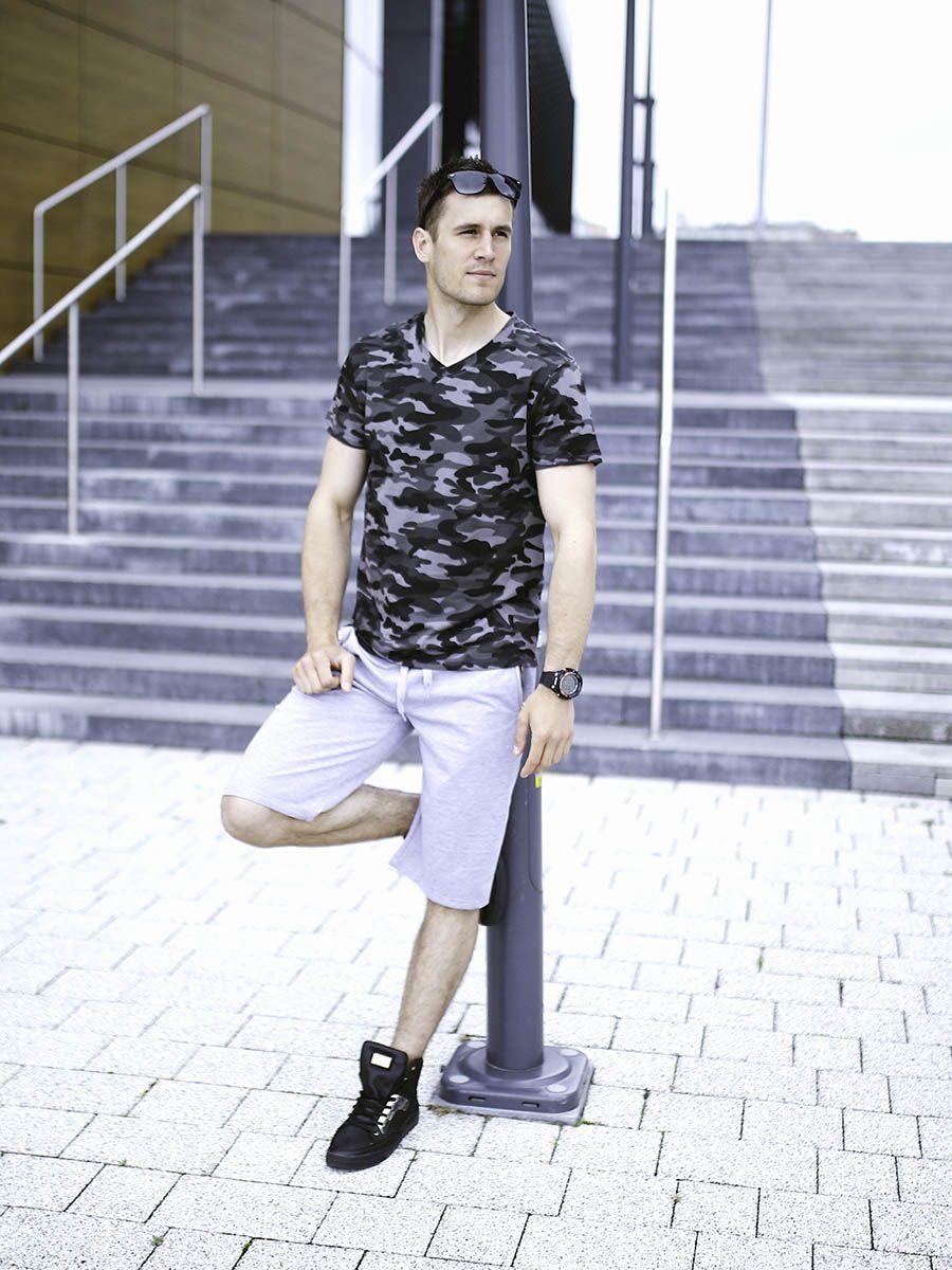 Stylizacja Nr 282 Okulary Zegarek T Shirt Z Nadrukiem Krotkie Spodenki Buty Fashion Street Wear Style