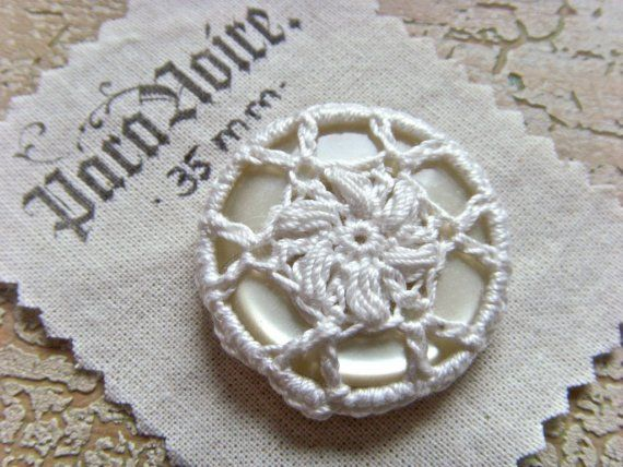 Handmade strawflower crochet button - 35mm (1 3/8 in) - ParaNoire at Etsy