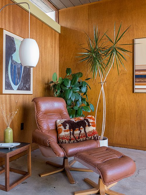 Troy Litten San Francisco home | George Nelson Cigar Wall Sconce ...