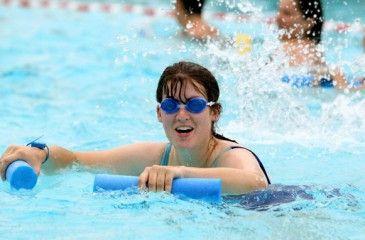 Упражнения гимнастики и аквааэробики для похудения в бассейне.