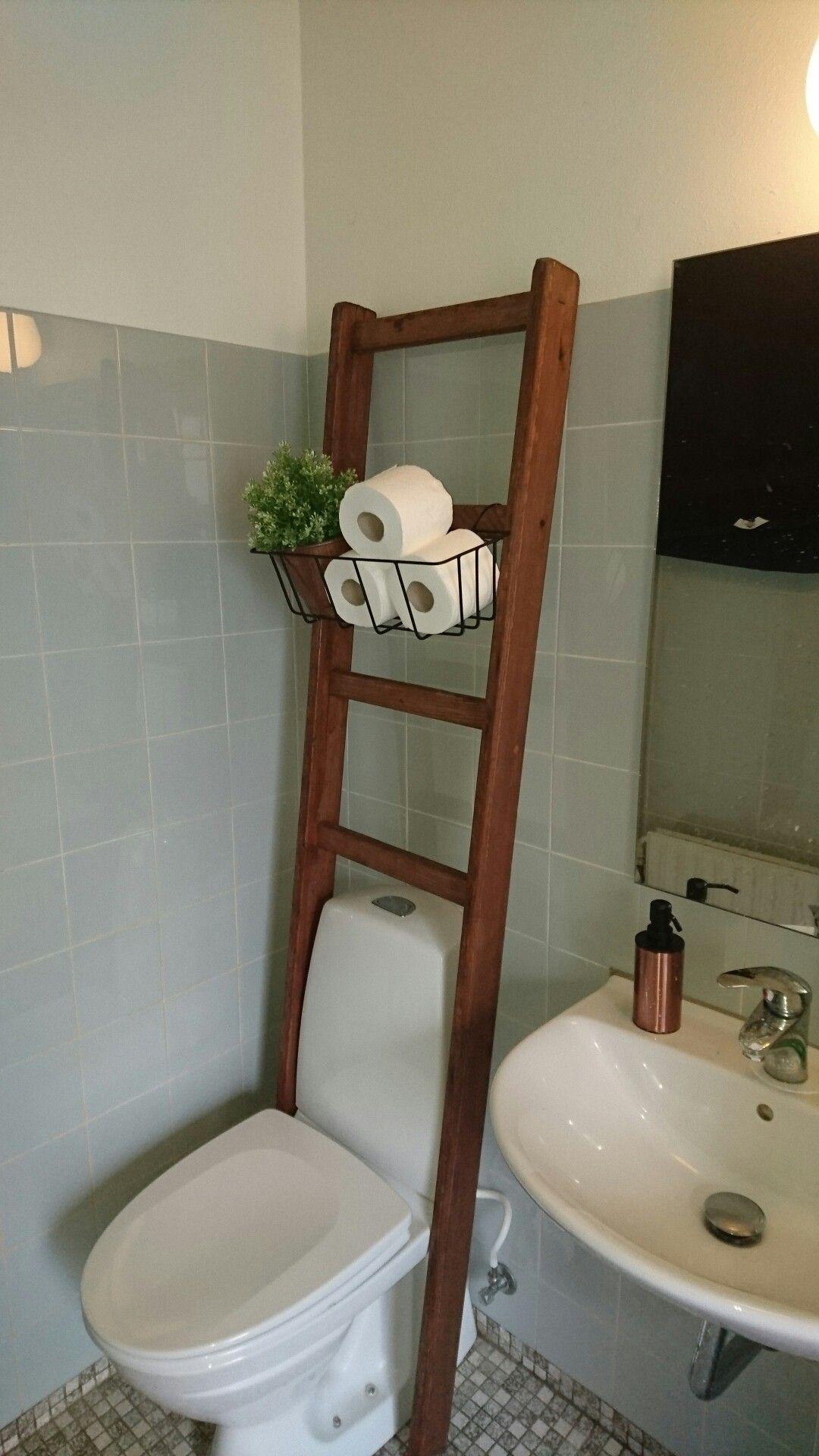 Pyntestige på badeværelset skaber lidt mindre 70er badeværelse ...