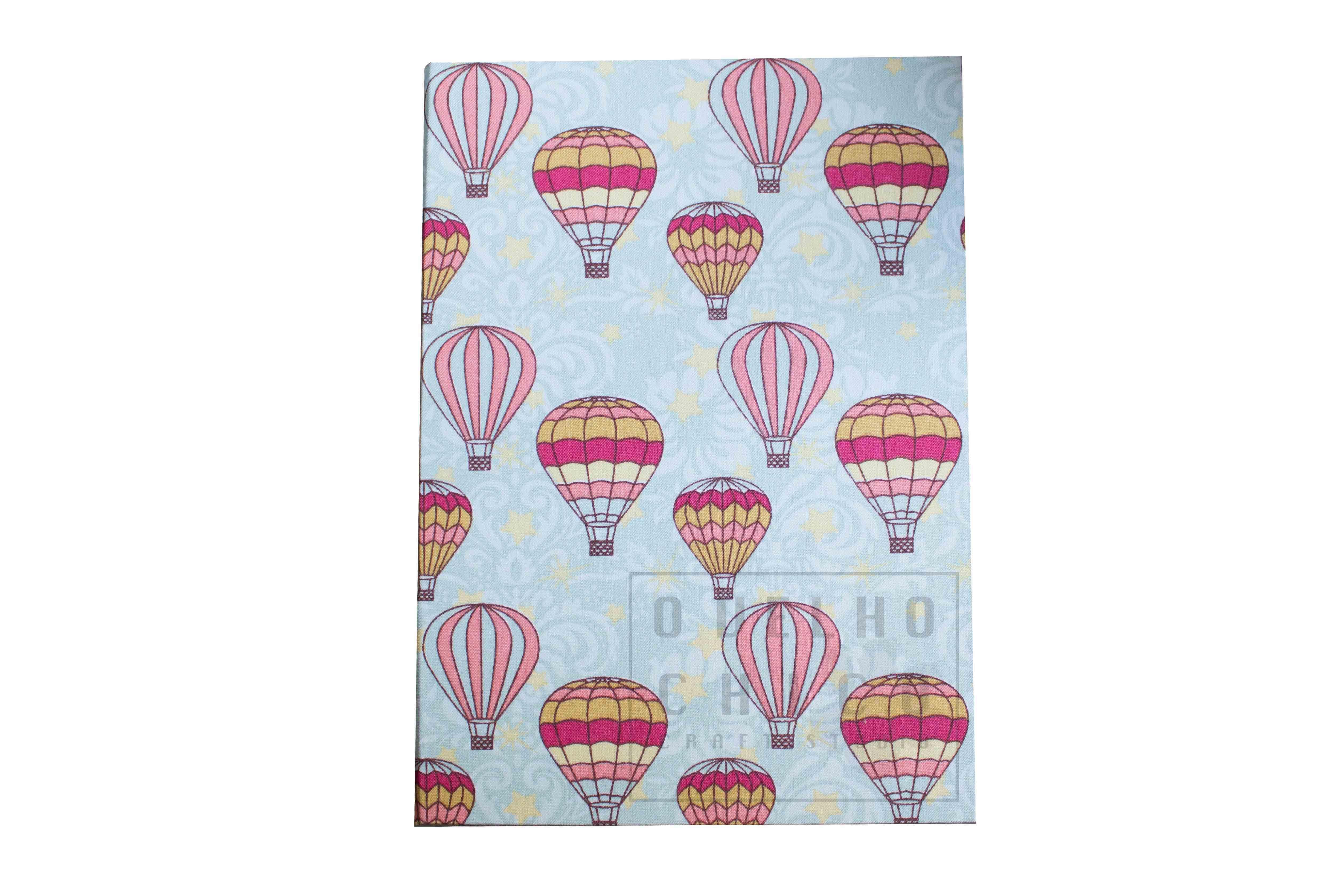 Caderno costura Longstitch com capa em tecido de algodão. Esse tecido possui estampa de balões coloridos, alegre e divertido!