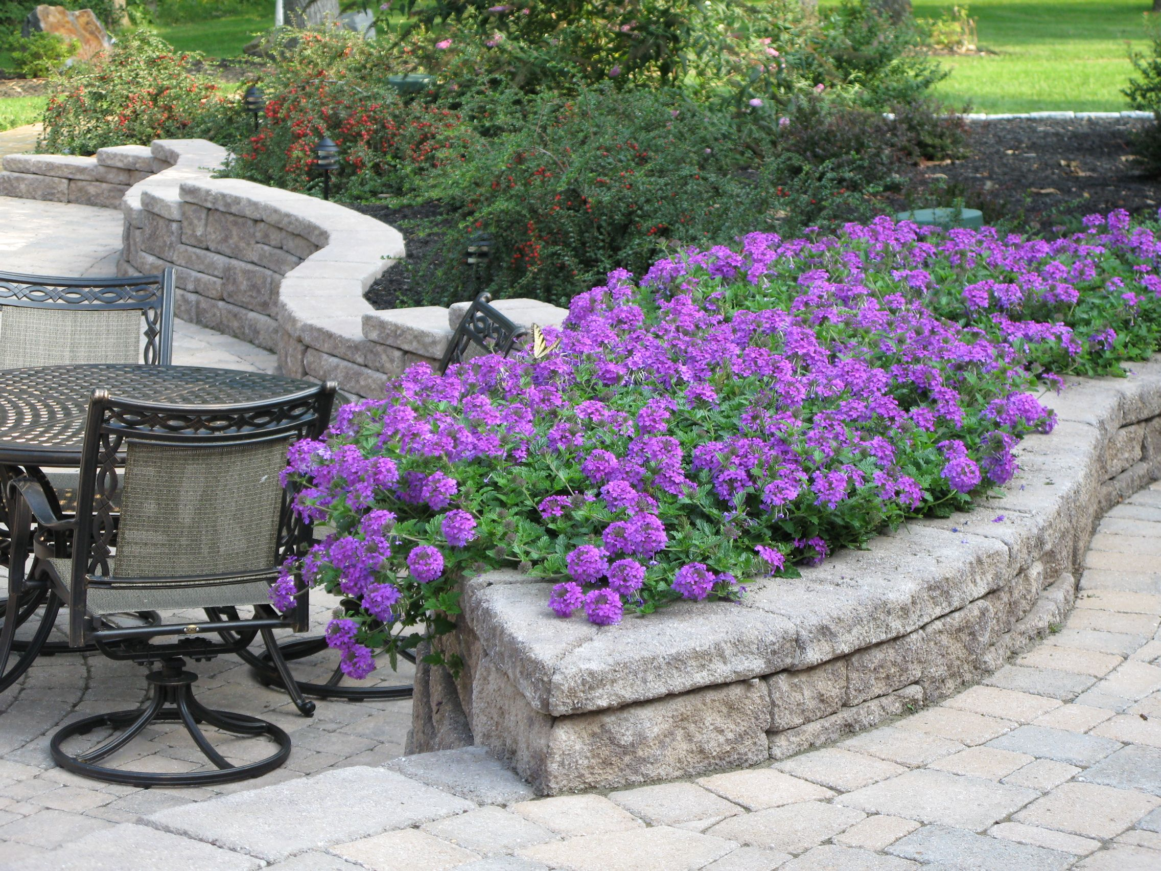 retaining wall that doubles as planter allan block by on retaining wall blocks id=64501