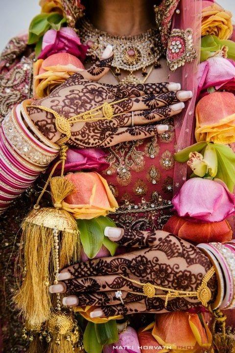 Indian Wedding Flower Garland Orange And Pink Rose With Green Cymbidium Orchid Indian Wedding Bride Indian Wedding Flowers Indian Wedding