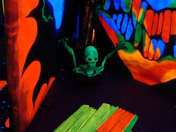 black light haunted house ideas | Halloween haunted houses ...