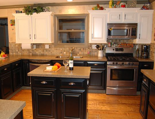 Love The Dark Bottom Cabinets With White Upper Cabinets