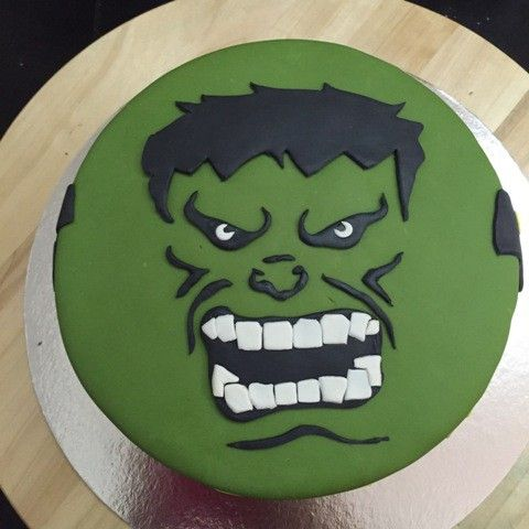 How to imprint the Incredible Hulk face on a fondant cake In