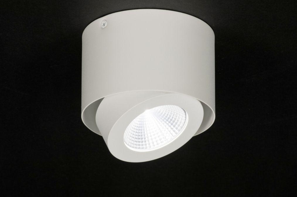 Artikel strakke plafondlamp voorzien van ingebouwd led