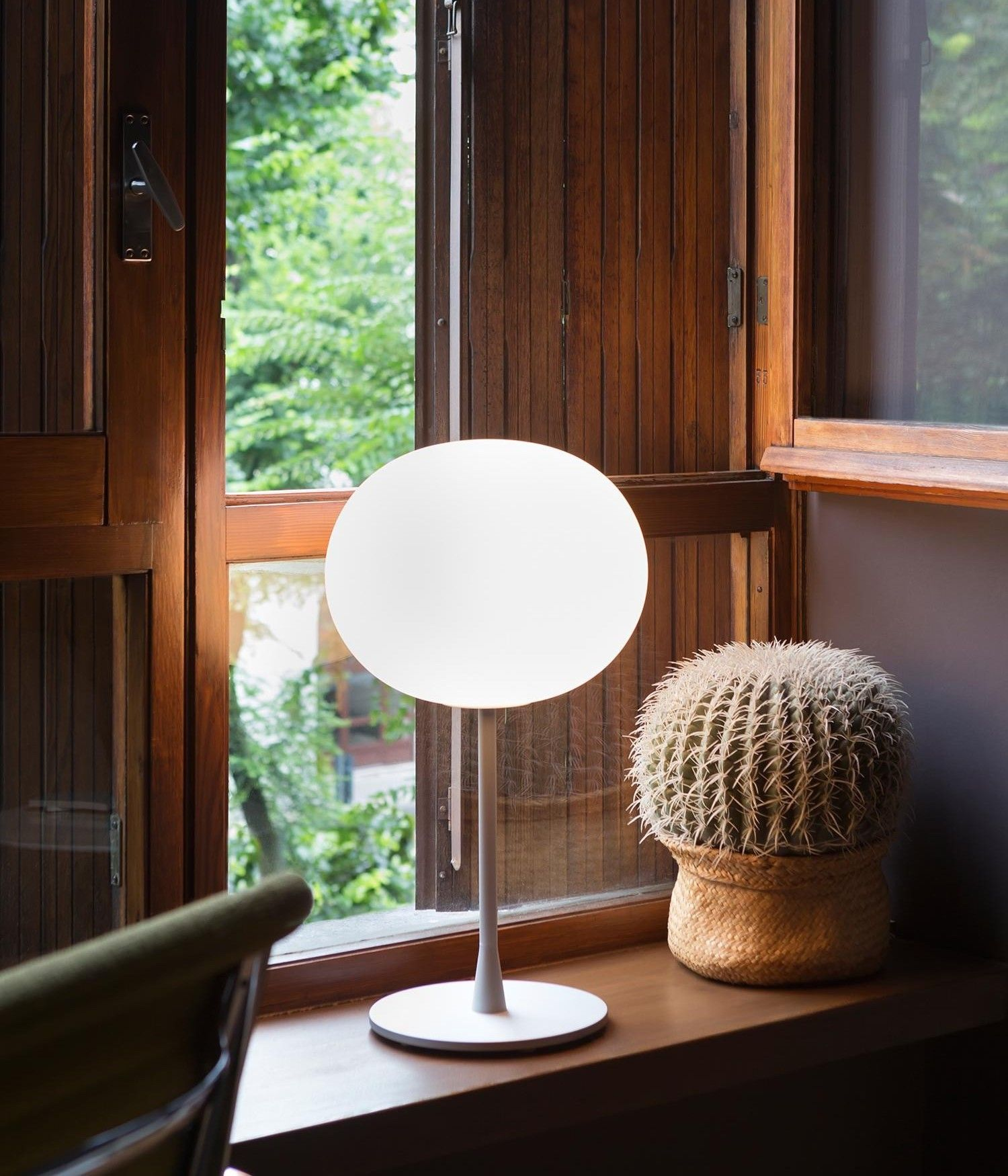 Glo Ball Designed To Invoke The Radiant Calmness Of A Full Moon Jasper Morrison S Glo Ball Lamp Collection For Flos With Images Flos Glo Ball Table Lamp Table Lamp Flos