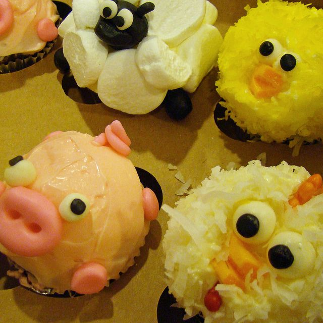 Farm Animal Cupcakes by tineypics, via Flickr Cupcake ...