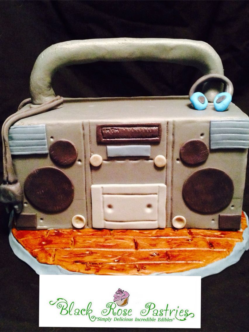Old School Radio #cakes #sculptedCakes #CakeArtist #radio #IncredibleEdibles #BlackRosePastries