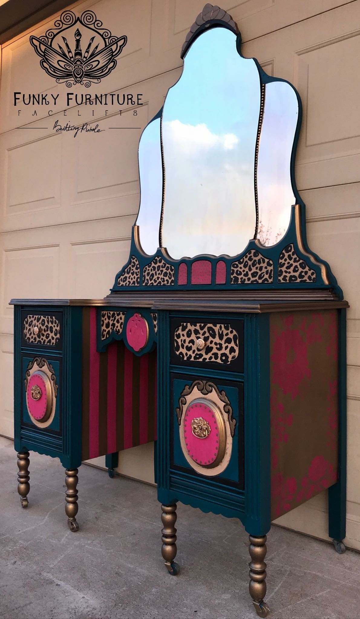 Wow The Paint Jobs On Some Of These Vanities Are Absolutely