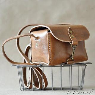 Le Trésor Caché Handmade Leather Camera Bag