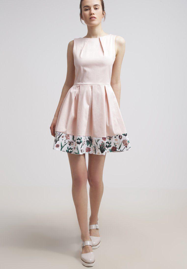 Een bruiloft in de zomer? Ga voor dit leuke zomerse jurkje. Shop ...
