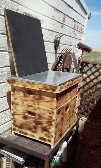The finish I chose for my 1st hive, still need bee's. Also a chalkboard sign, very easy to make. dianal.wordpress.com