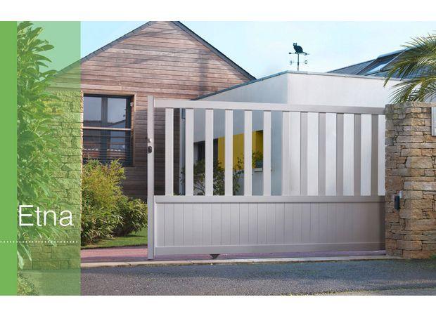portail coulissant aluminium etna sur mesure ext rieur portails coulissants bois et acier. Black Bedroom Furniture Sets. Home Design Ideas