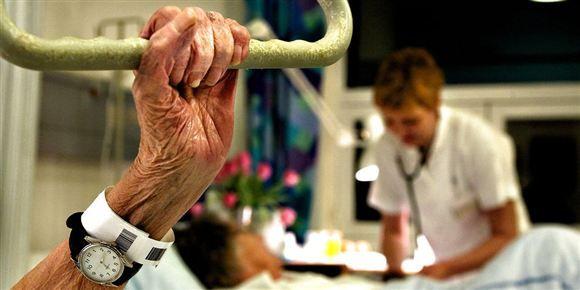 Danske Patienter, Ældresagen, Lægeforeningen, Dansk Sygeplejeråd og FOA kræver i et fælles udspil, at problemerne med for mange patienter på hospitalsgangene bliver løst.