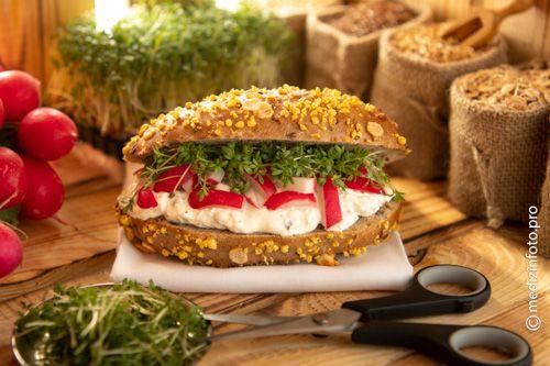 Eine Durchdachte Ernahrung Gehort Zu Den Wichtigsten Dingen Um Sich Langfristig Gesund Zu Halten Die Herzstiftung Radieschen Gartenkresse Lebensmittel Essen