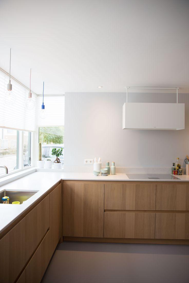 Minimalistische Küchen mit zeitloser Dekoration in 17  Wohnung