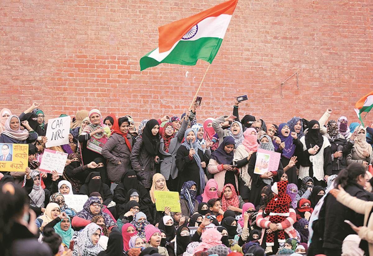 नागरिकता कानूनपुलिस ने प्रदर्शन से महिलाओं को हटाने के
