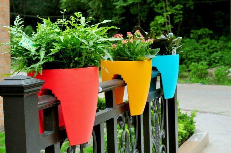 Dekorieren Sie Ihren Balkon Mit Topfen Und Pflanzgefassen Garten