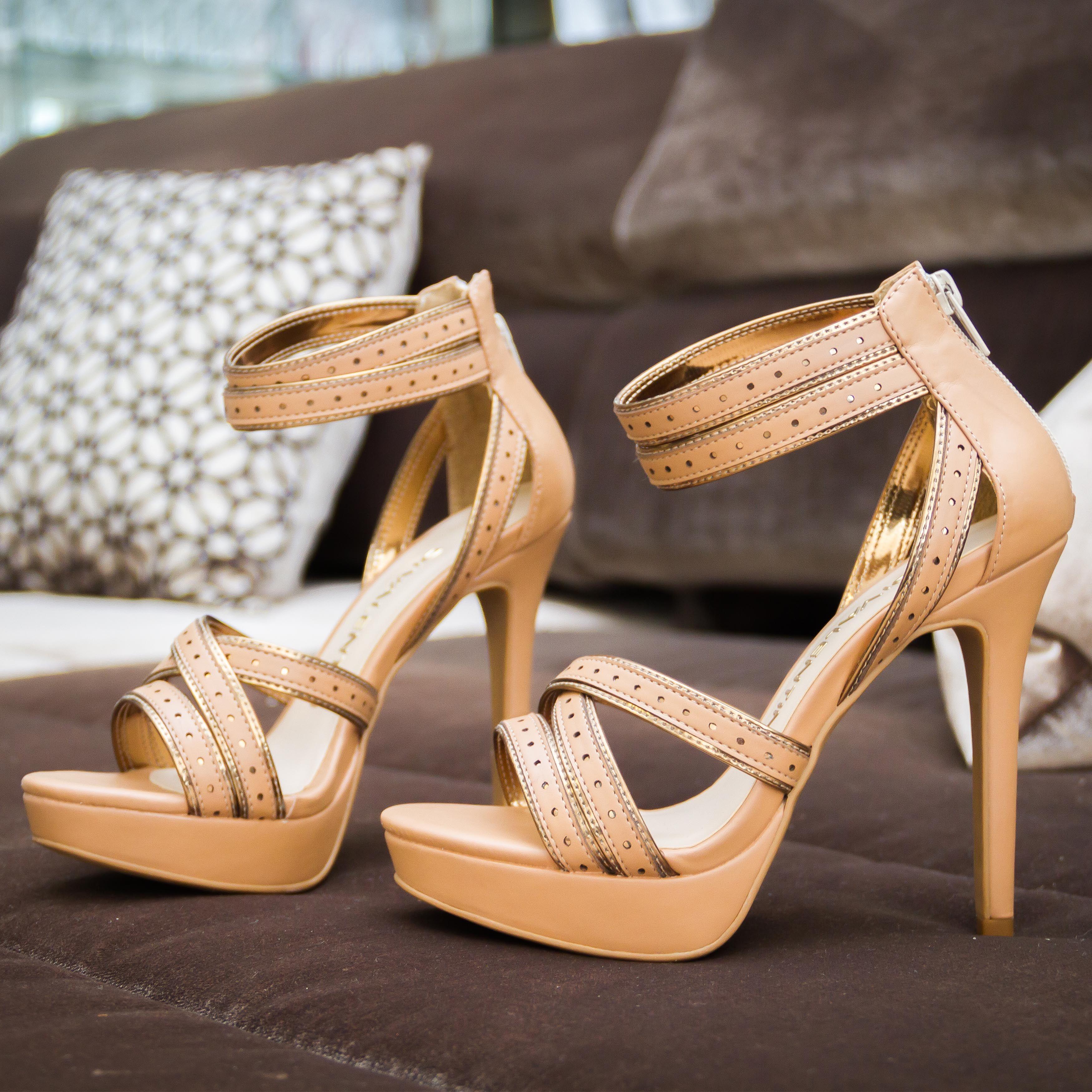 Clássica! Não pode faltar no seu closet ♥ #divalentini #shoes #love