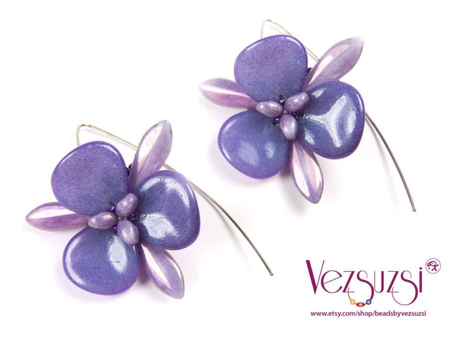 Beautiful earring by Vezsuzsi. https://www.facebook.com/pages/Vezsuzsi/158020557551327?fref=ts