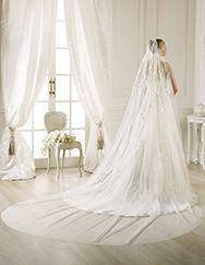 Pronovias presents its V-2769 veil for brides. | Pronovias