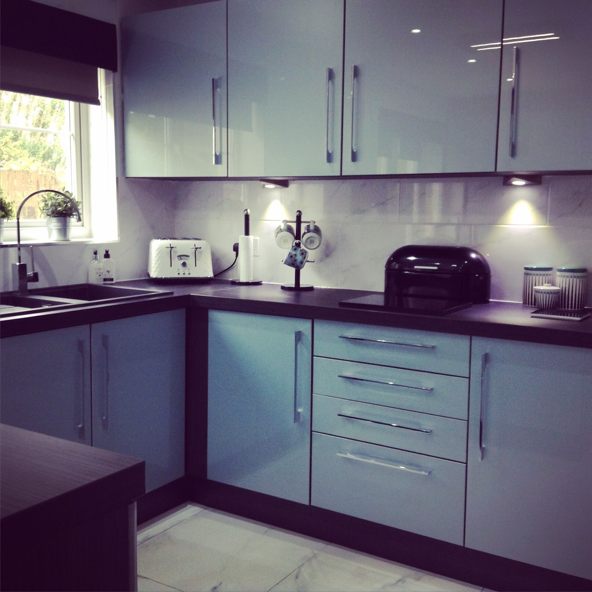 Kitchen Tiles Black Worktop my new kitchen, blue high gloss doors and doors, black units and