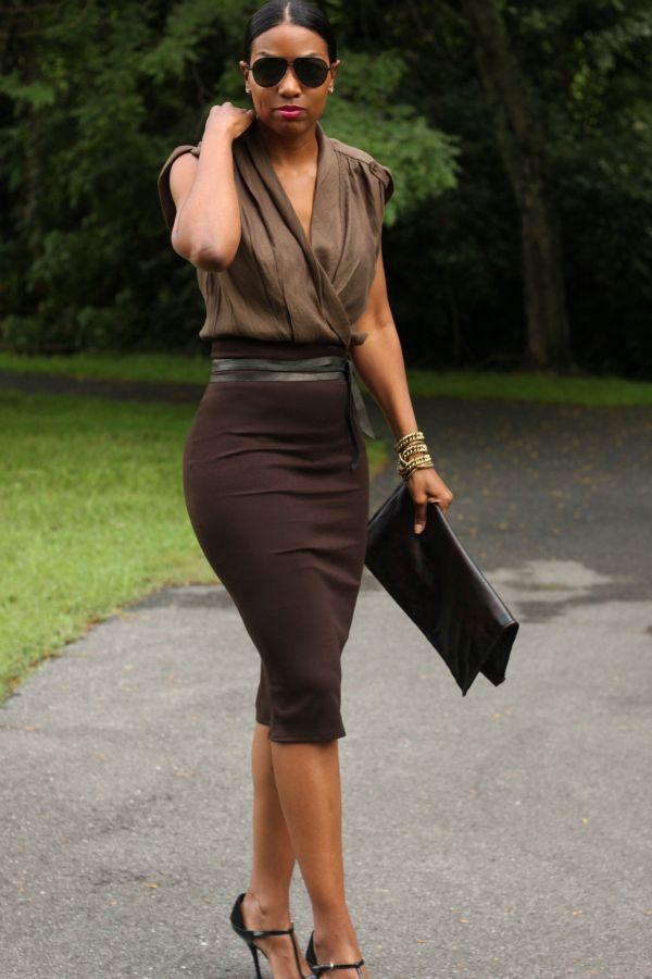 COMO USAR - SAIA LÁPIS | Skirts, Brown pencil skirts and Chocolate ...
