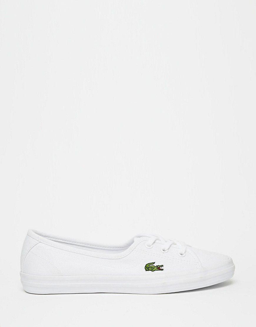 17133bd94c2 Zapatillas e lona en blanco Ziane de Lacoste. Zapatillas de deporte de  Lacoste Exterior de lona Bordado de la marca en el lado Cierre con cordones  Puntera ...