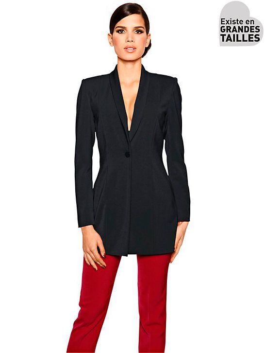 b486377eda Pour correctement couvrir vos hanches, ce blazer long de couleur bleu nuit  ajoutera à votre