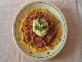 Omelette con tonno piccante e crema di ricotta alla senape