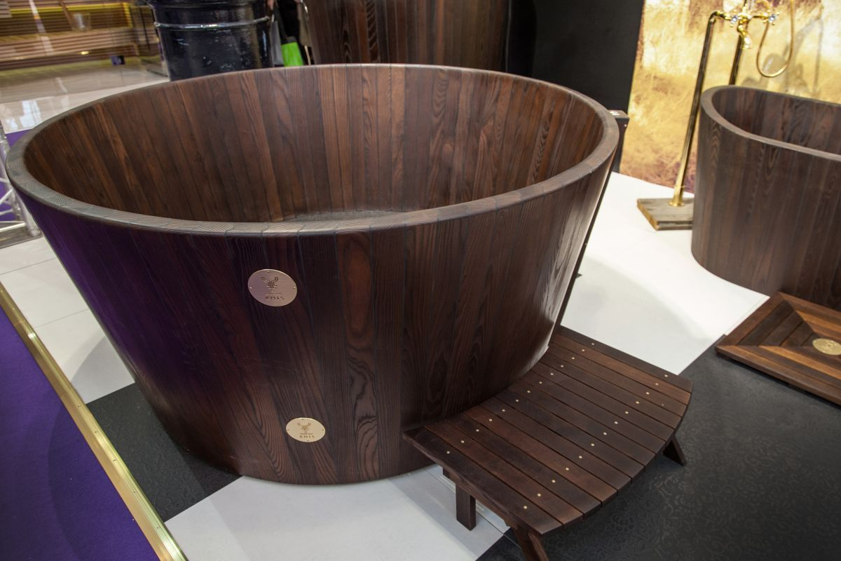 Superb Wooden Bathtubs A Delight For The Senses And Your Home Decor Ncnpc Chair Design For Home Ncnpcorg