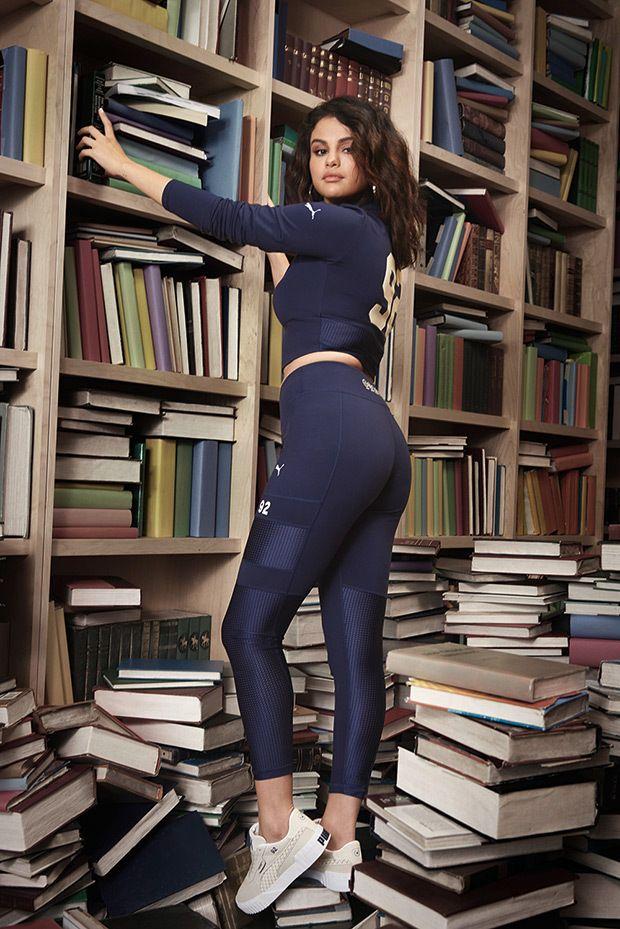 Selena sexy 32 Jaw