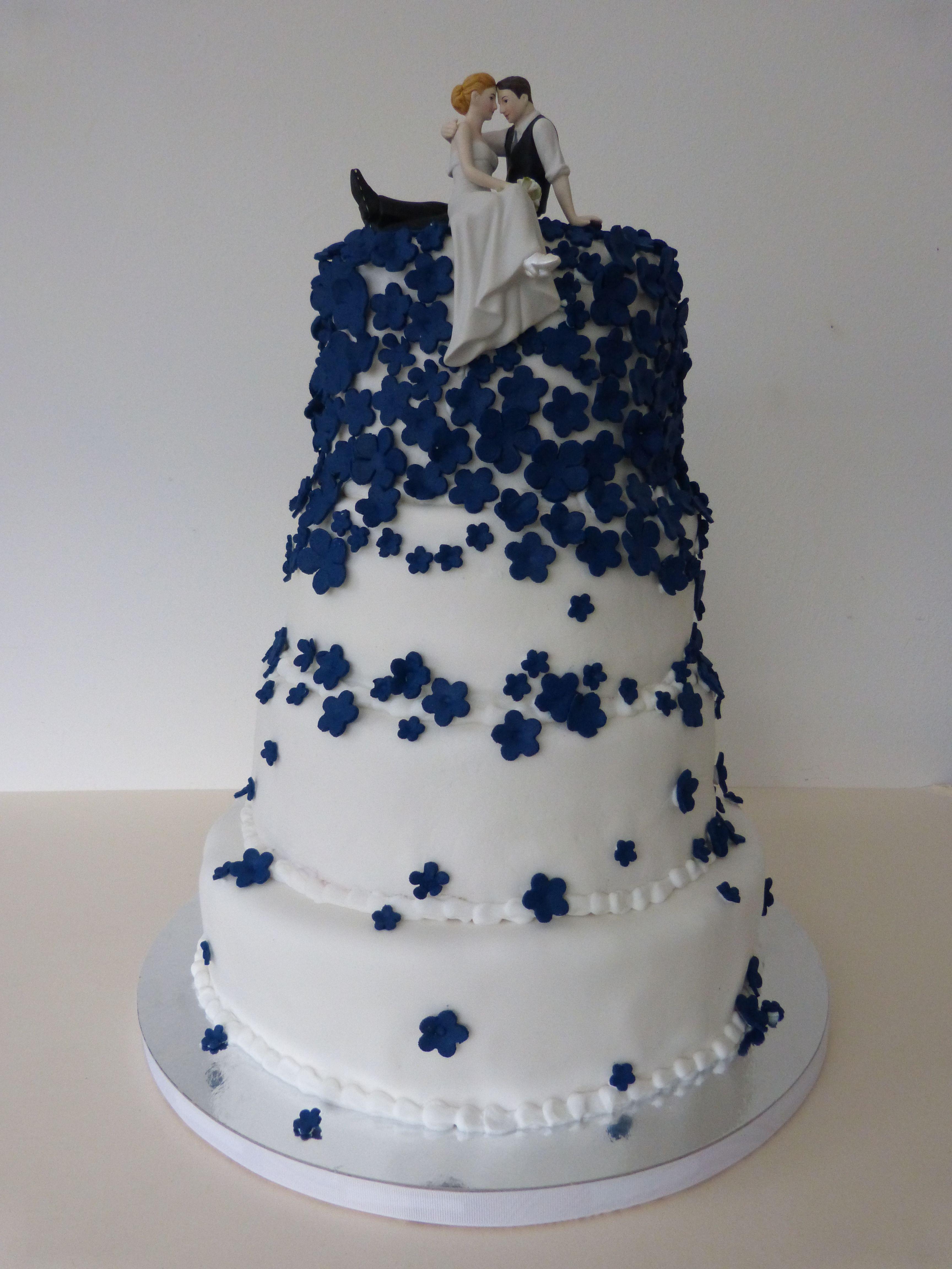 Hochzeitstorte Blau Weiss Wedding Cake Blue White Flowers