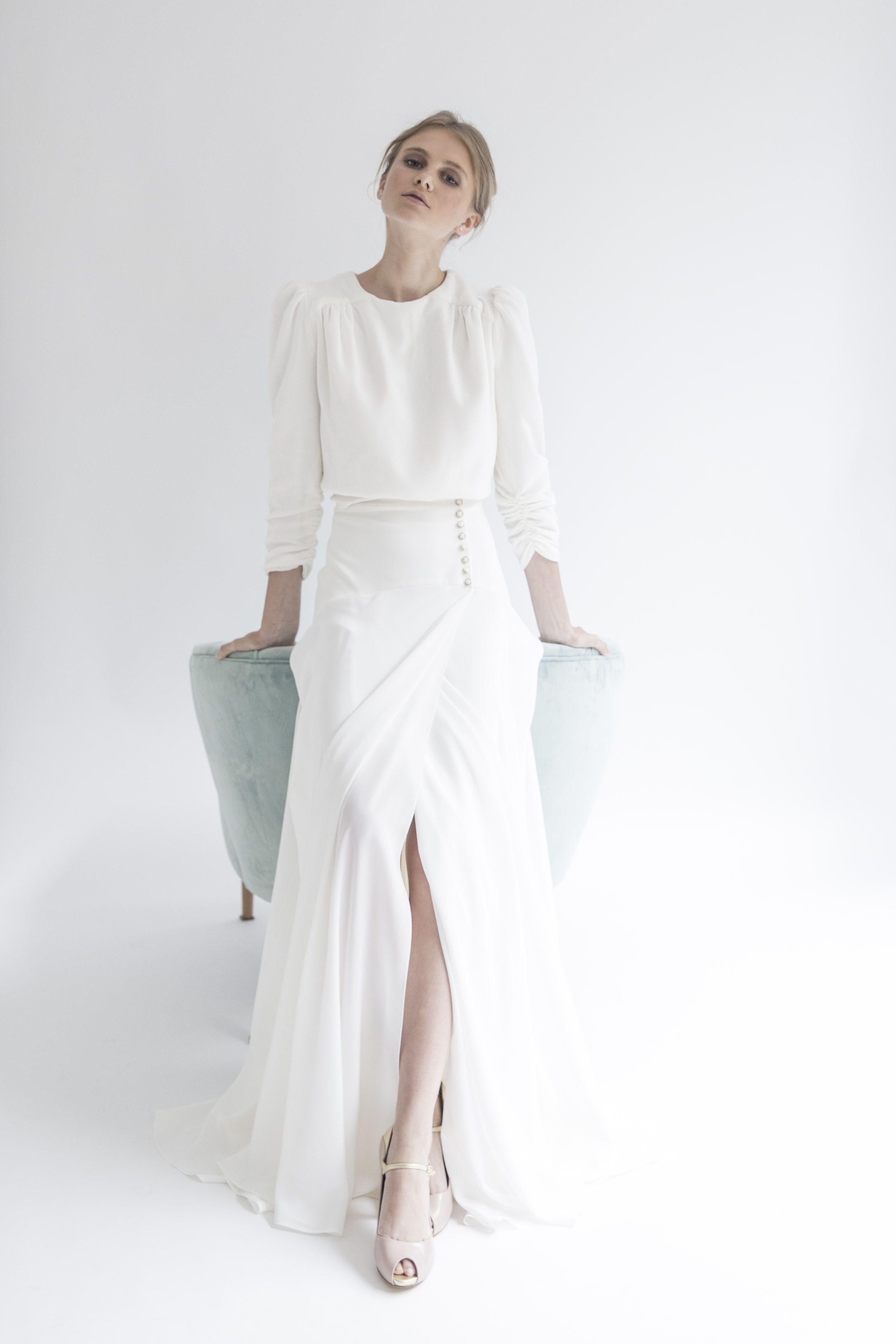 063efe18d Vestido de novia dos piezas con abertura en la falda. Blusa de ...