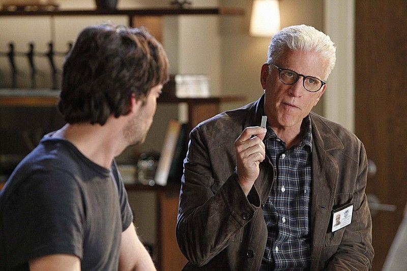"""CSI Season 14 Episode 13 Boston Brakes Photos : """"Boston Brakes"""" – Julie Finlay (Elisabeth Shue, left).."""