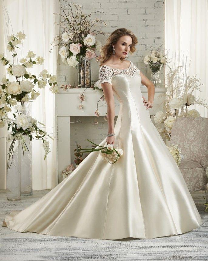 Short sleeve wedding gown Bonny Style 514 wwwbonnycom